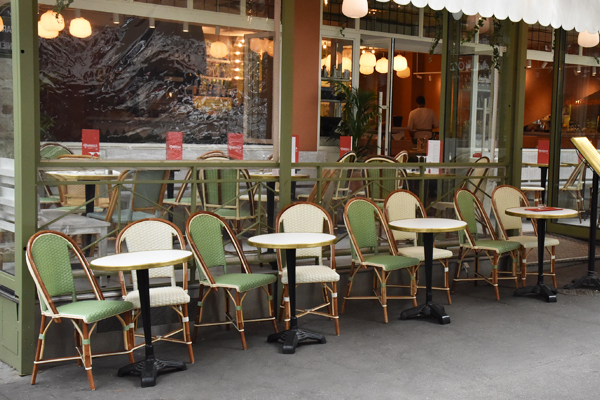 Mobilier de Terrasse pour un Air d'Italie à Paris