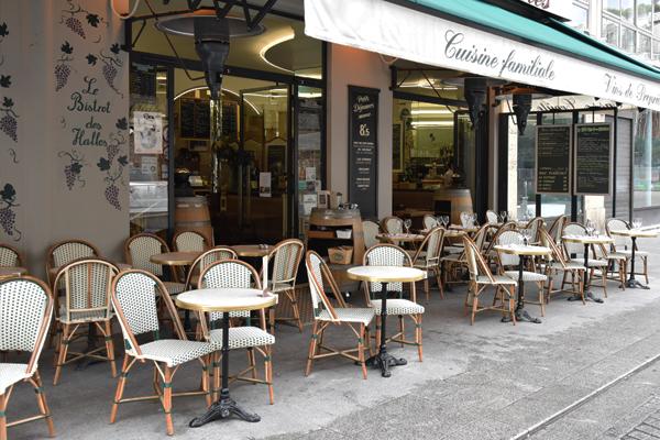 Des chaises de bar typiquement parisiennes | Maison Grock Mobilier CHR